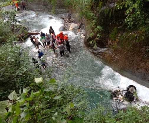 3-killed-as-vehicle-overturns-in-river