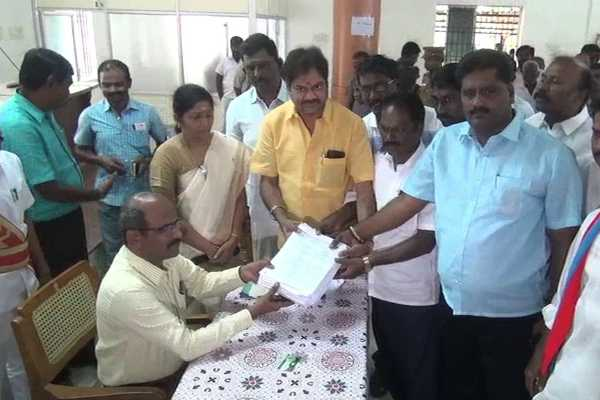 flux-banner-workers-petition-to-trichy-collector