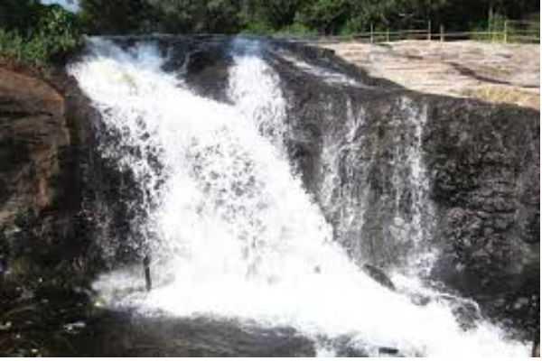 ban-in-kumbakarai-falls