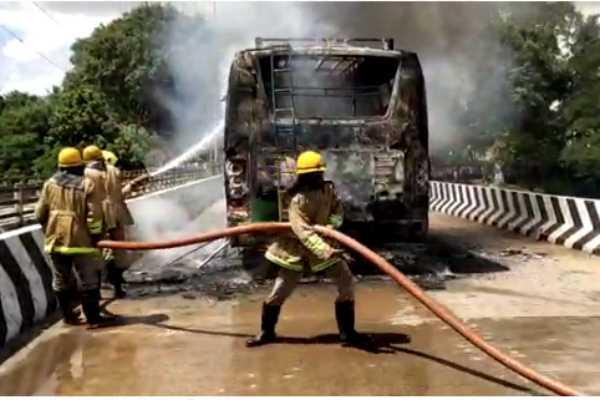the-mini-bus-in-kumbakonam-caught-fire