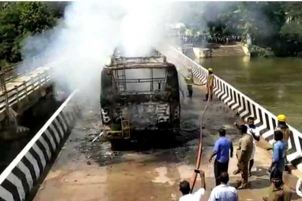 mini-bus-caught-on-fire-at-kumbakonam-cauvery-bridge