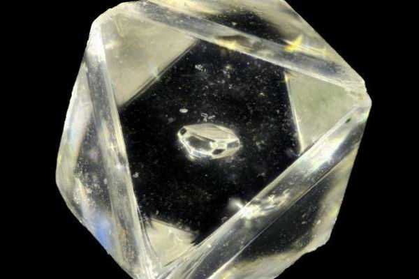 a-new-mineral-from-the-earth-s-mantle-found-inside-a-diamond-in-south-africa