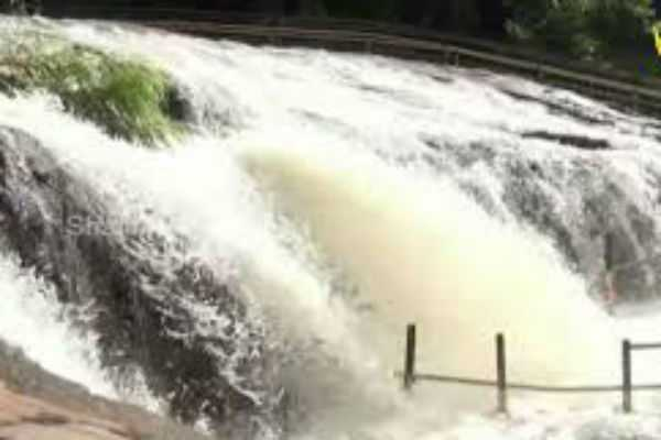 prohibition-of-bathing-in-kumbakkarai-falls