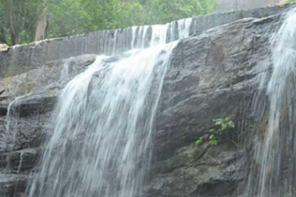 permission-to-tourists-take-a-bath-at-suruli-falls