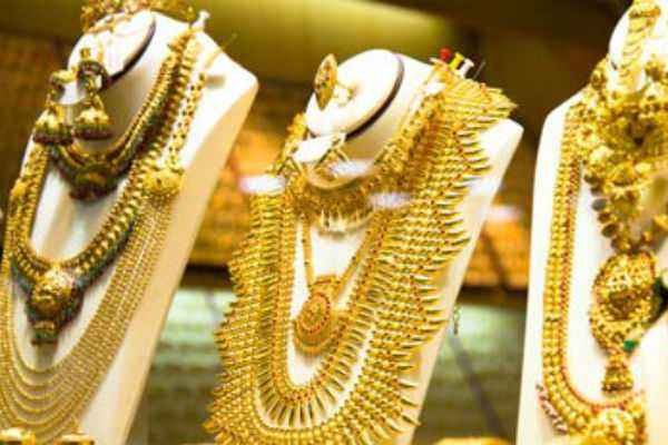 gold-price-rises-to-rs-400