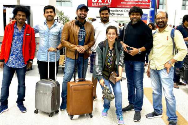 the-photo-in-agni-siragugal-movie-team