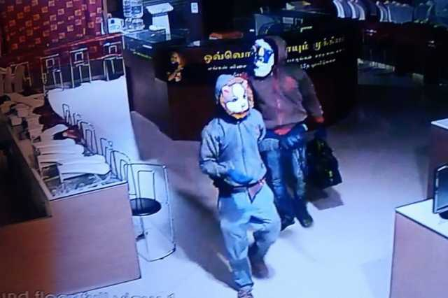 video-of-lalitha-jewelery-being-robbed