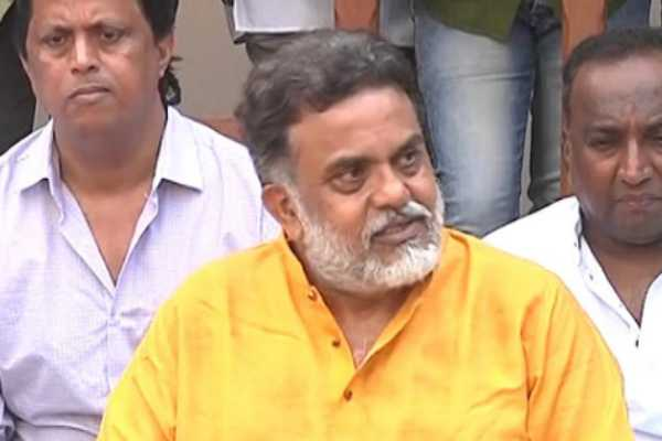 sanjay-nirupam-revolts-against-congress-and-boycotts-election-campaign-because-of-congress-wrong-doings