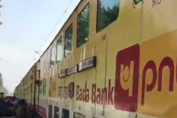 double-decker-train-derails-in-uttar-pradesh