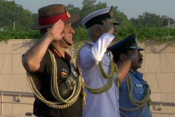 air-force-day-three-commander-s-honor-at-war-memorial