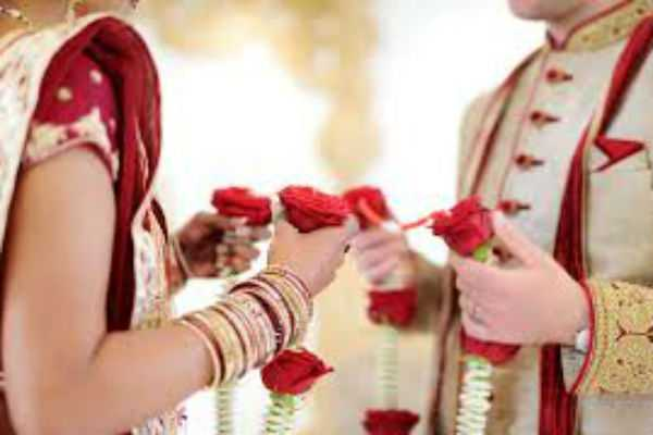 wedding-at-first-sight-couple-marries-within-4-hours-of-meeting-at-durga-puja-pandal-in-kolkata