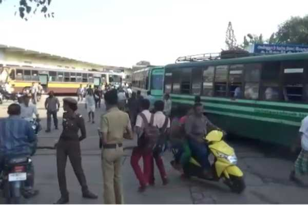 erode-1-80-lakh-cash-stolen-from-woman-waiting-for-bus