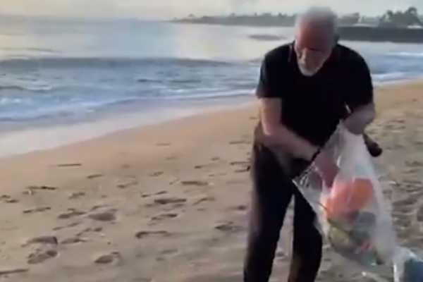 pm-modi-removes-debris-from-beach
