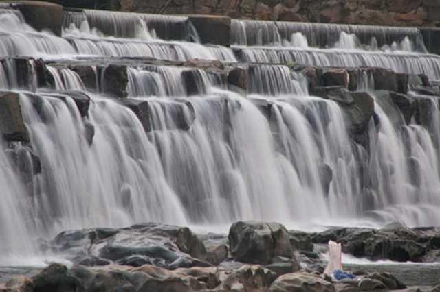 bathing-at-kodiveri-block-falls
