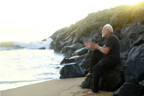 hey-sagar-tumhe-mera-pranam-pm-modi-shares-poem-penned-by-him-in-hindi-during-his-stay-in-mahabalipuram