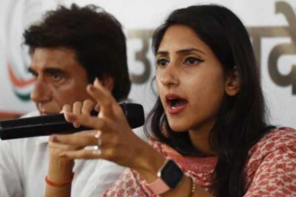 congress-hits-out-at-mla-aditi-singh-for-meeting-cm-yogi-adityanath