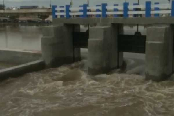 the-vaigai-river-basin-which-was-filled-with-water-by-the-northeast-monsoon-after-a-long-period-of-time