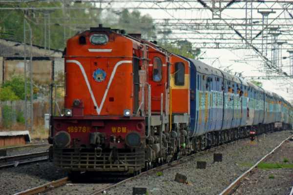 thiruvananthapuram-train-stopped-in-midway