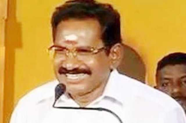 employees-should-avoid-leave-minister-sellur-raju