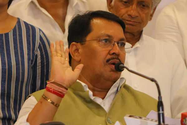 congress-keeps-door-open-for-sena-to-approach-it-vijay-wadettiwar
