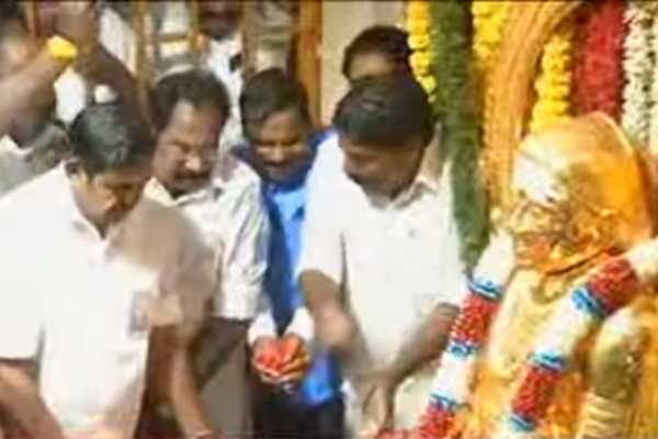 chief-minister-s-honor-in-thevar-memorial