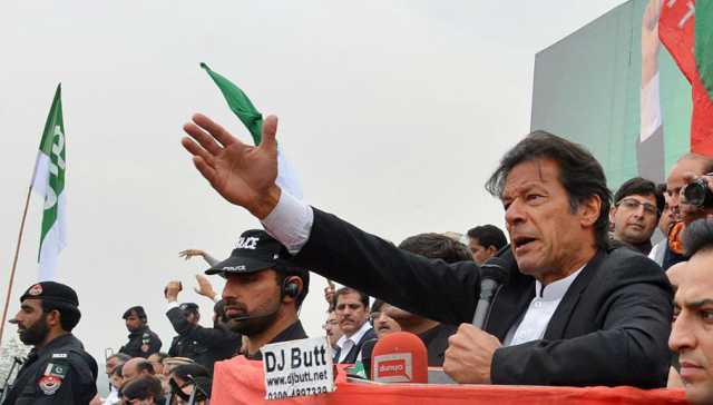 azadi-march-pm-imran-khan-hits-the-people-behind-the-rally
