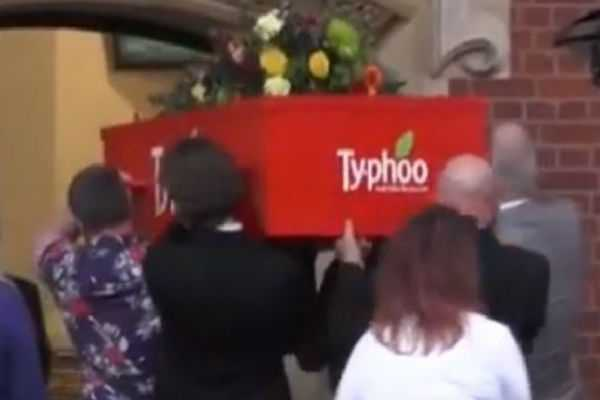 woman-gets-buried-in-teabag-coffin