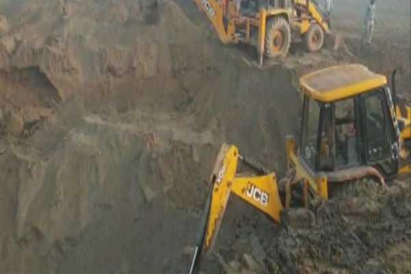 a-5-year-old-girl-fell-into-a-50-feet-deep-borewell