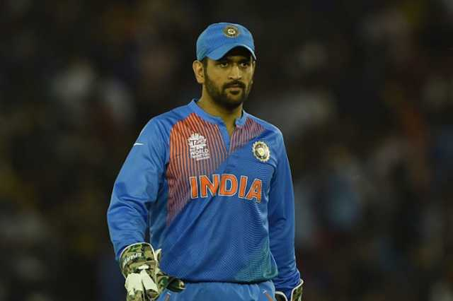 dhoni-to-make-his-commentary-debut-in-historic-day-night-test