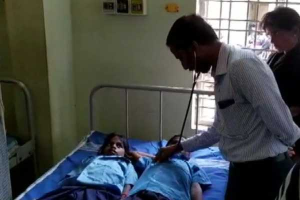 more-than-60-students-of-a-primary-school-in-chitradurga-admitted-to-hospital