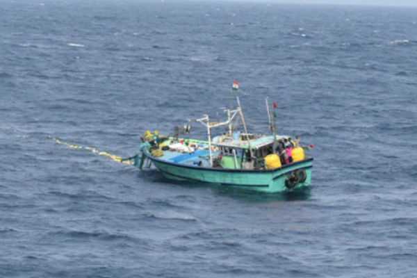 10-fishermen-stranded-in-the-ocean