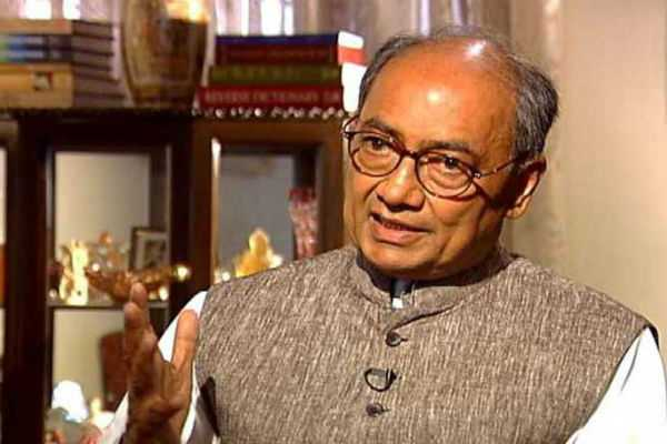 digvijaya-singh-invites-shivraj-chouhan-to-protest-outside-pm-s-residence