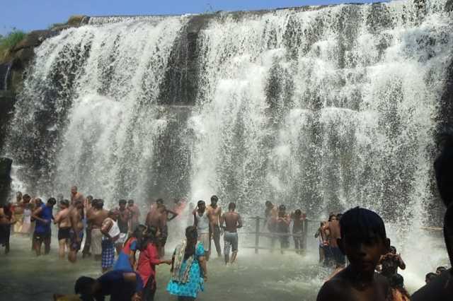 ban-tourists-bathe-in-the-waterfall-tirparappu