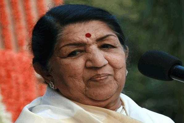 veteran-singer-lata-mangeshkar-returns-home-after-being-treated-in-hospital