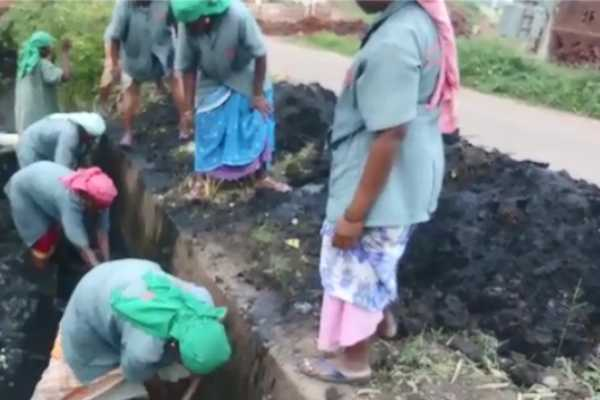 cleaning-of-sewage-canal-without-adequate-equipment-public-condemnation