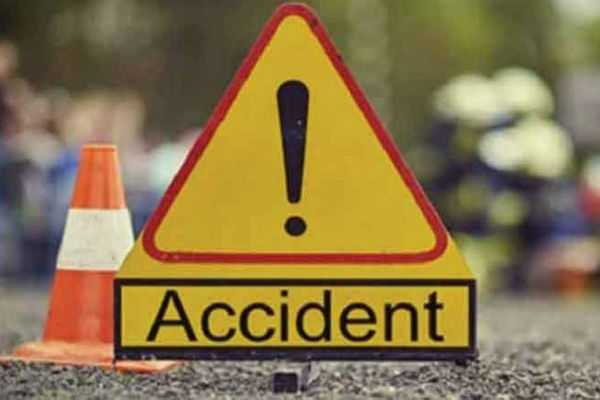krishnagiri-15-persons-injured-in-bus-accident