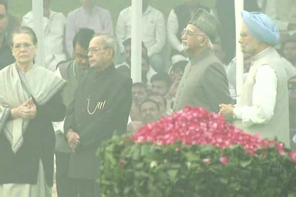 sonia-gandhi-pays-tribute-to-india-s-first-prime-minister-jawaharlal-nehru