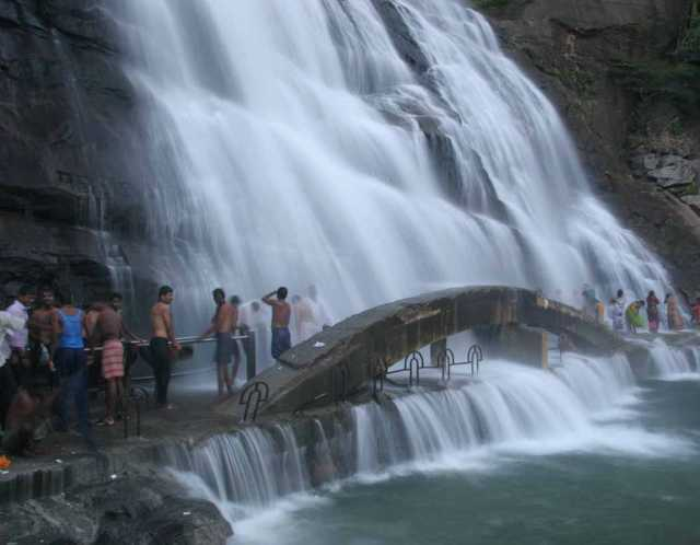 bathing-bans-in-courtallam-main-falls