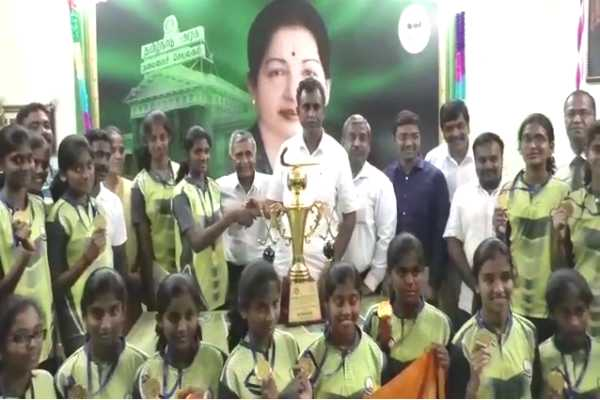 minister-s-congratulations-to-the-students-who-won-the-championship
