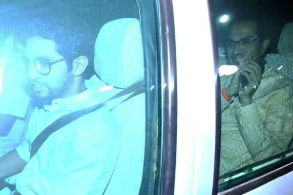 announcement-of-shiv-sena-led-maha-govt-likely-today-after-thackerays-and-sharad-pawar-hold-late-night-talks