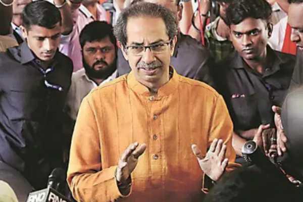 mumbai-congress-leader-mallikarjun-kharge-and-shiv-sena-chief-uddhav-thackeray-arrive-at-nehru-centre-for-congress-shiv-sena-ncp-meeting