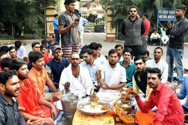protests-continue-even-as-bhu-s-sanskrit-department-reopens