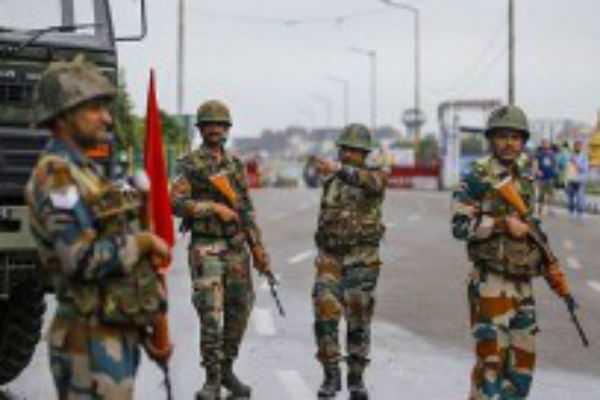 gunmen-patrol-in-the-place-of-tamils-president-of-sri-lanka