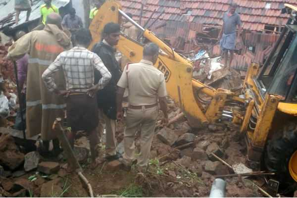 4-houses-collapsed-due-to-heavy-rains-12-died