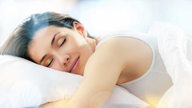 this-company-pay-you-1-lakh-to-sleep-for-9-hours