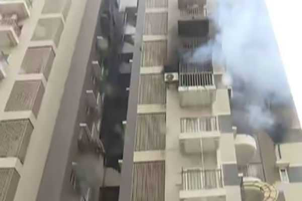 fire-on-the-4th-floor-of-the-apartment