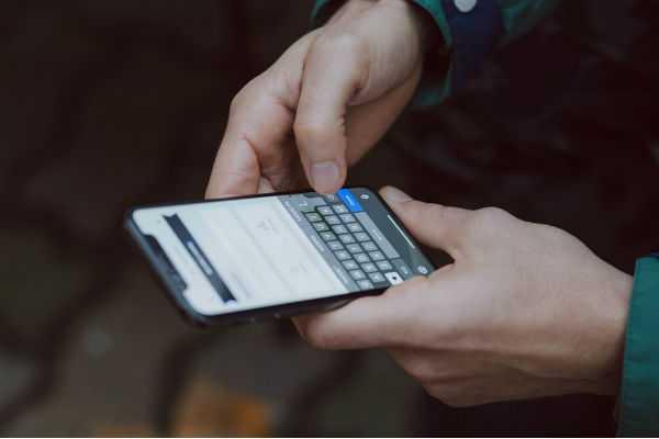 free-smartphone-for-school-children