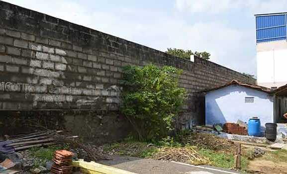 wall-wall-demolished-to-save-17-lives