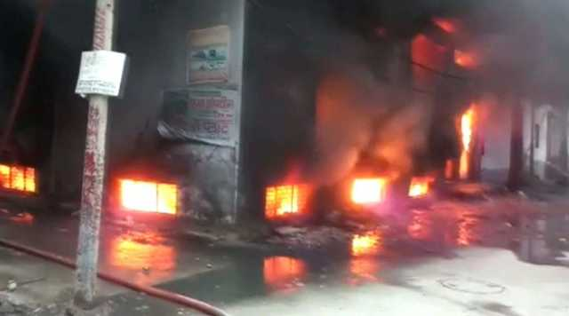 43-dead-as-fire-building-in-delhi-s-anaj-mandi