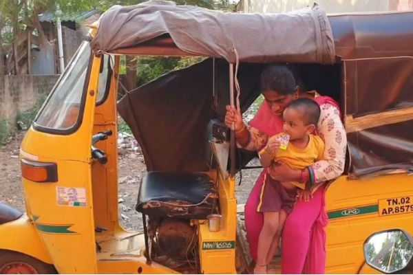 struggle-of-young-girl-with-2-year-old-child